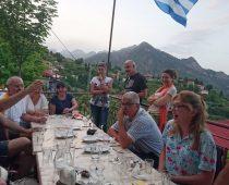 Πίνοντας ¨ουίσκι¨ Αγράφων (τσίπουρο) στα Πιγκιανά 19.06.20016